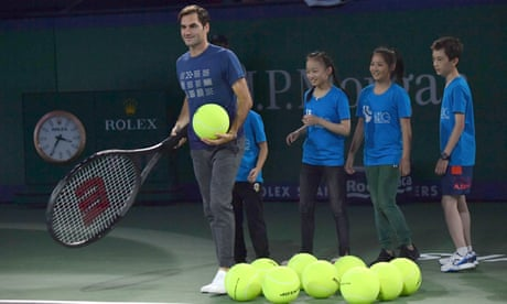 GUARDIAN TENNIS: Roger Federer calls on tennis players to respect ballboys and ballgirls